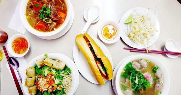 Au Petit Cafe Vancouver   Banh Mi Beef Stew Pho 小小咖啡屋