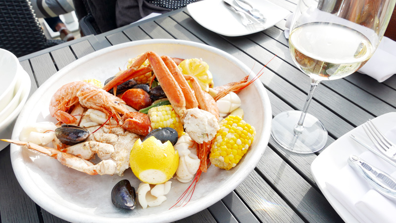 Pier 7 Restaurant Seafood Boil North Vancouver Quay Pinnacle Hotel Instanomss Nomss Food Photography Healthy Travel Lifestyle Canada