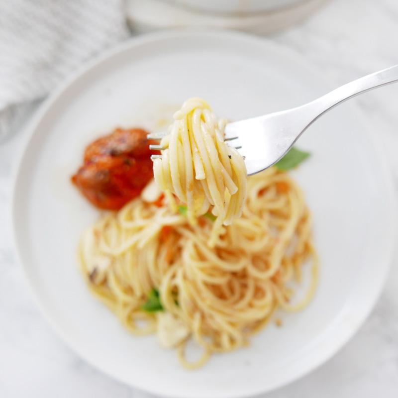 Quick and Easy Roasted Tomato Pasta with creamy burrata Recipe Spaghetti NOMSS.COM FOOD BLOG CANADA