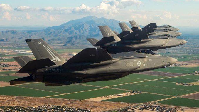 Gli F-35 volano, il Paese affonda