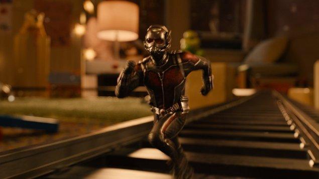 """""""Homem-Formiga"""" abraça sem medo seu potencial para a comédia, mas respeitando o gênero a que pertence. (Crédito: Walt Disney Pictures)."""