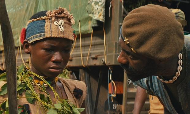 Beast of no Nation apresenta o lado das crianças na guerra e é o primeiro filme a ser lançado por um sistema de streaming (Crédito Netflix/Divulgação)