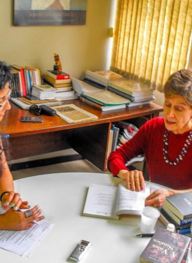 A pesquisadora recebeu o Veredas no Instituto de Letras da Ufrgs Foto: Lidiane Bach/Nonada)