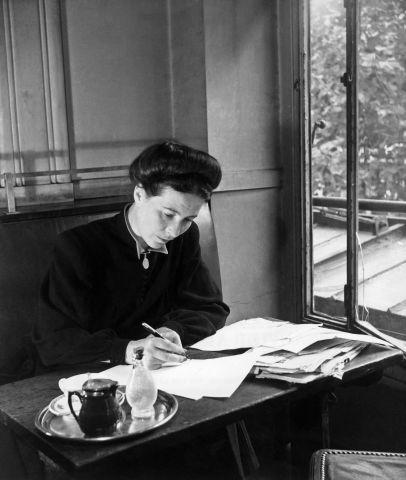 O Segundo Sexo, de Simone de Beauvoir, é uma das referências da crítica feminista