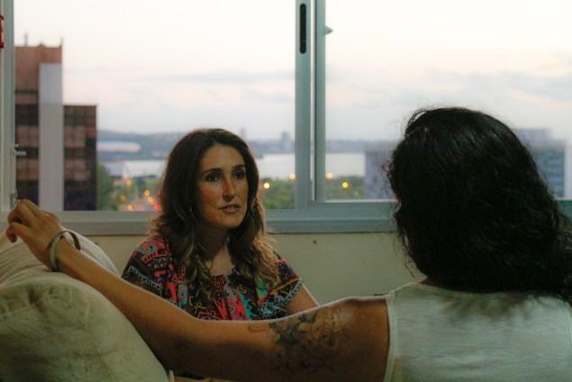 Camila Doval recentemente apresentou sua tese sobre personagens femininas no romance brasileiro contemporâneo