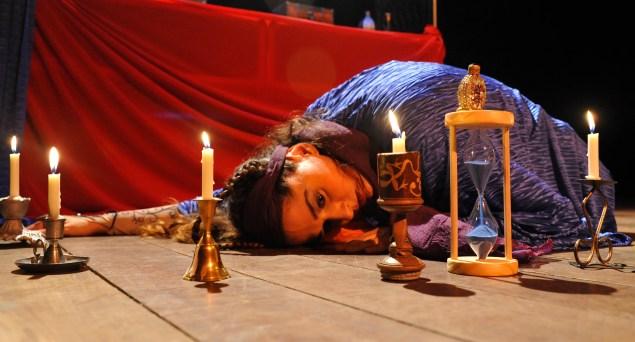 Cena do espetáculo A dama dos evangelhos (Foto: Vilmar carvalho)