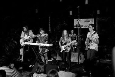 As Aventuras fez o público dançar ao som de surf music (Foto: Márcio PeixeArts)
