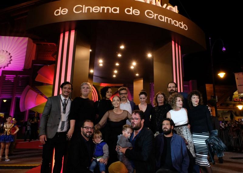 Sônia Braga foi homenageada com o Troféu Oscarito no Palácio dos Festivais. Foto: Edison Vara/Pressphoto - www.edisonvara.com.br - +555199820707