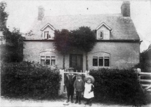 Ingleside, 1904. The children are members of the Groombridge family who had recently taken over the tenancy of Holt Street farm. To the right is Symond's Barn, and to the left a cottage demolished around 1910 when Ingleside was improved and extended. Both barn and cottage are mention in the 1670 lease.