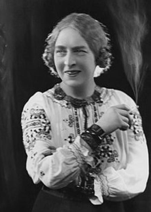 Laura Knight circa 1910.