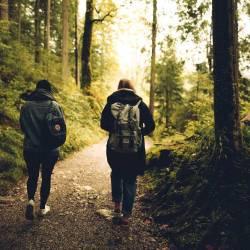 Camminare all'aria aperta è consigliato a tutti