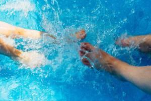 L'attività in acqua, possibilmente fresca, è uno dei migliori massaggi che si possano fare