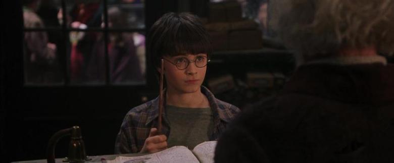 Harry Potter e la pietra filosofale citazioni e dialoghi di Chris Columbus con Daniel Radcliffe, Rupert Grint, Emma Watson, bacchetta magica