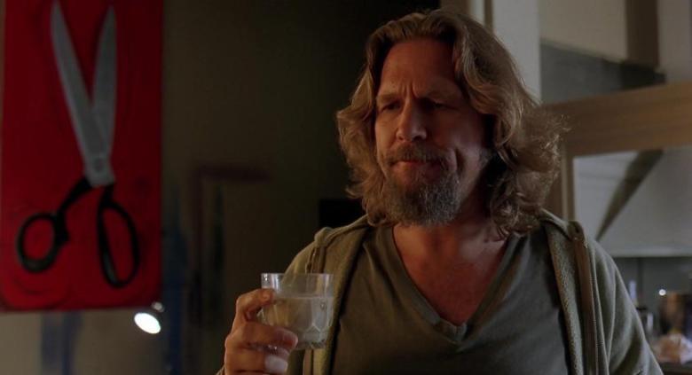 Il grande Lebowski frasi, citazioni e dialoghi di Joel Coen con Jeff Bridges, John Goodman, Julianne Moore, Steve Buscemi, Drugo con un drink