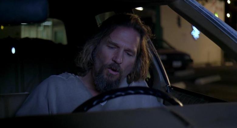 Il grande Lebowski citazioni e dialoghi di Joel Coen con Jeff Bridges, John Goodman, Julianne Moore, Steve Buscemi, Drugo al volante