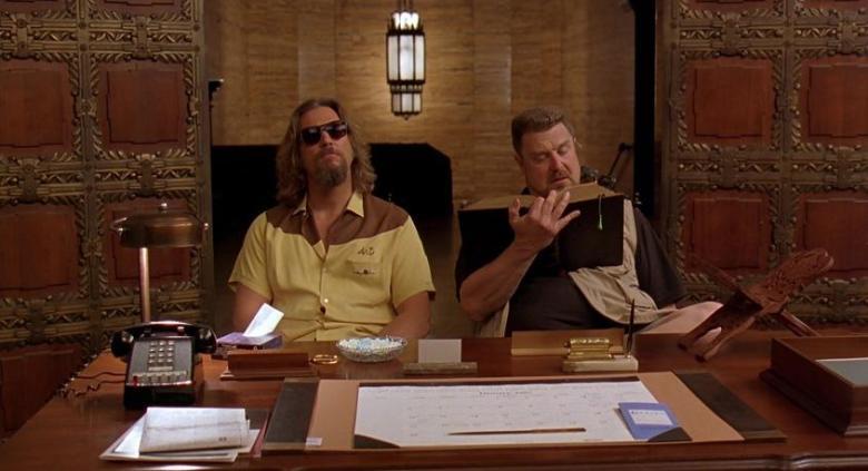 Il grande Lebowski citazioni e dialoghi di Joel Coen con Jeff Bridges, John Goodman, Julianne Moore, Steve Buscemi, Drugo e Walter alle pompe funebri