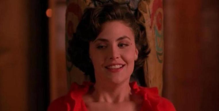 Twin Peaks, la serie tv, David Lynch, Mark Frost, recensione, Sherilyn Fenn, sorriso
