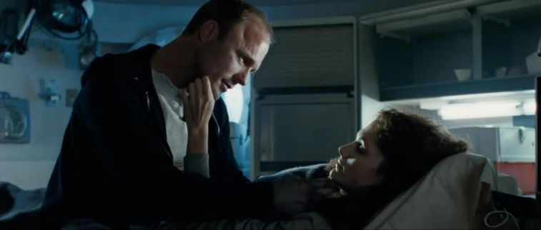 Le riprese di The Abyss sono state difficili per gli attori, Ed Harris, Mary Elizabeth Mastrantonio, James Cameron, letto