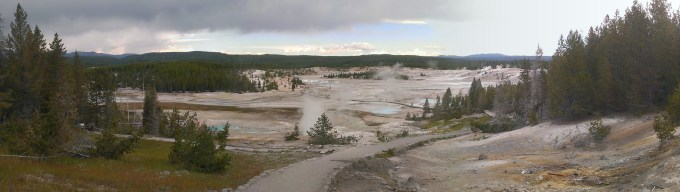 geysers in yellowstone national park