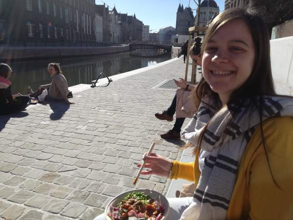 Lunch in the sun with Oh My Poké in Ghent
