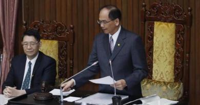 立法院長游錫堃敲下議事槌後,總計規模達2100億元的特別預算,除減列5300萬元外,其餘全數以舉借債務支應通過。記者許正宏/攝影