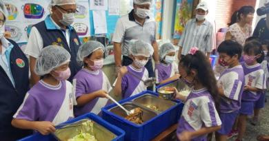 苗栗縣有85所國中小學設有午餐廚房,縣府將採購萊豬快篩試劑分送各校。本報資料照片