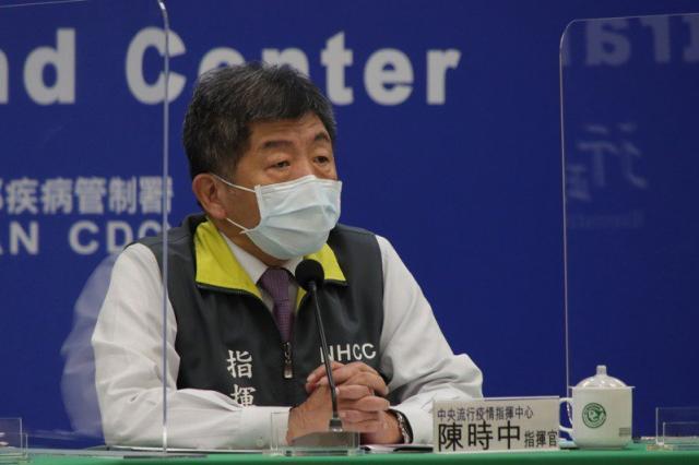 中央流行疫情指揮中心指揮官陳時中今日公布,國內新增2例境外移入新冠肺炎確定病例(案940、941),分別自菲律賓及馬來西亞入境。圖/指揮中心提供