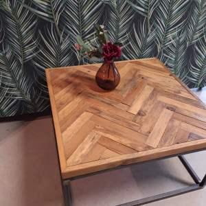 houten stalen tafel