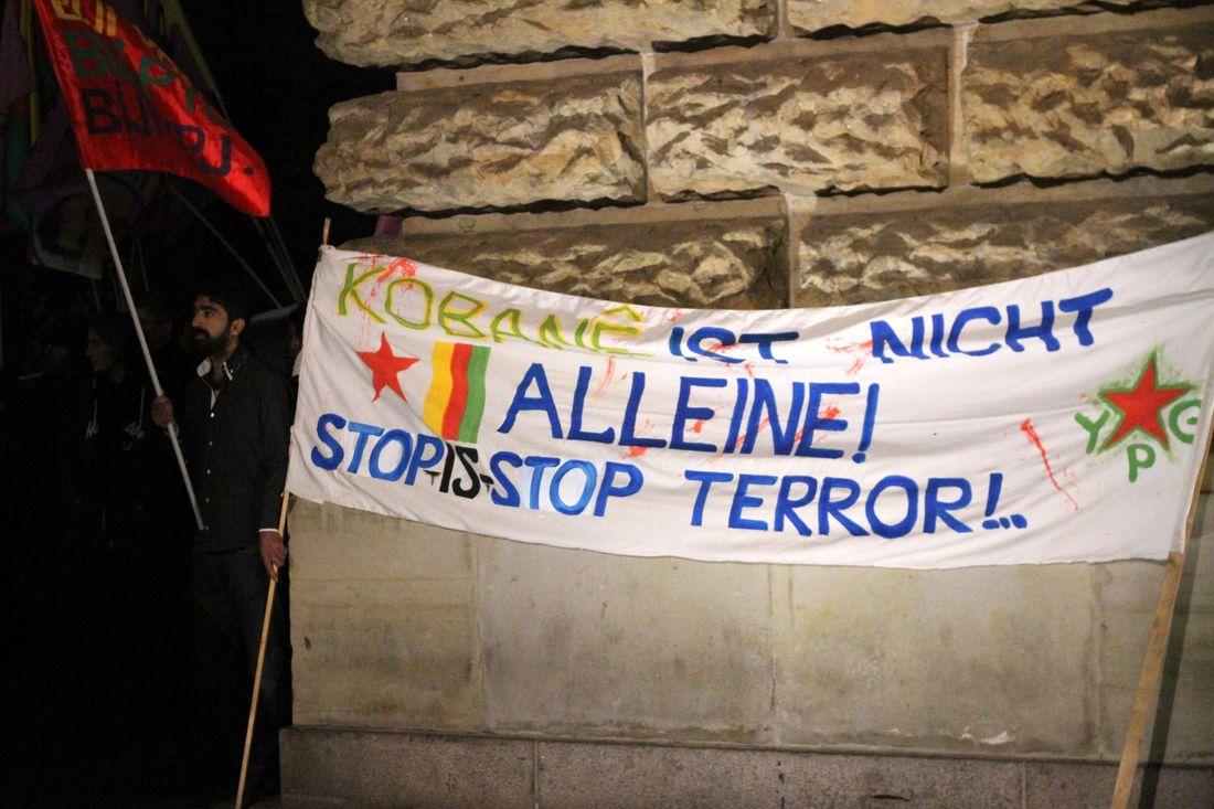 Solidarität mit den Bewohnern von Kobane und Forderung nach Eingreifen der Internationalen Gemeinschaft.