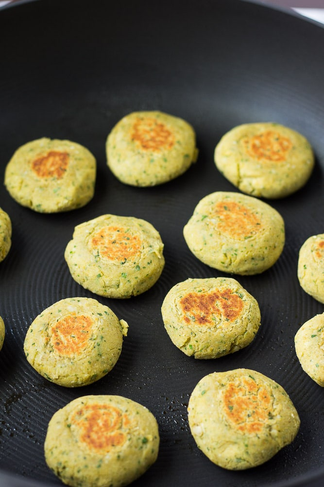 Easy Vegan Falafel: Oil-free vegan falafel recipe.