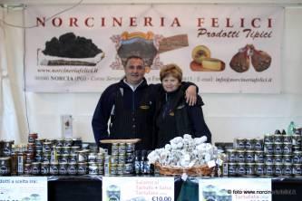 espositori_norcineria_felici1