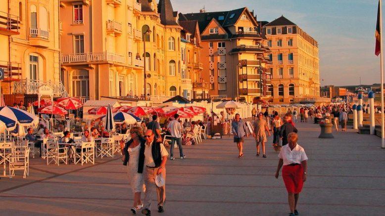 Schöne Stadt der Opalküste direkt am Meer in Nordfrankreich