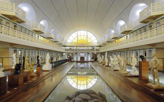 Ausstellung am ehemaligen Schwimmbecken heute, © Musée La Piscine de Roubaix