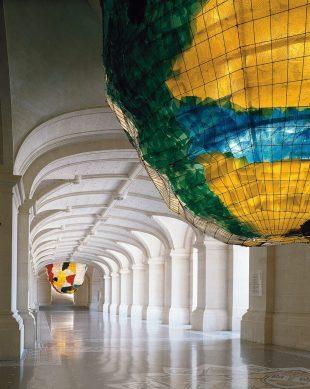 Architecture - lustres de Gaetano Pesce © RMN - Palais des Beaux-Arts de Lille