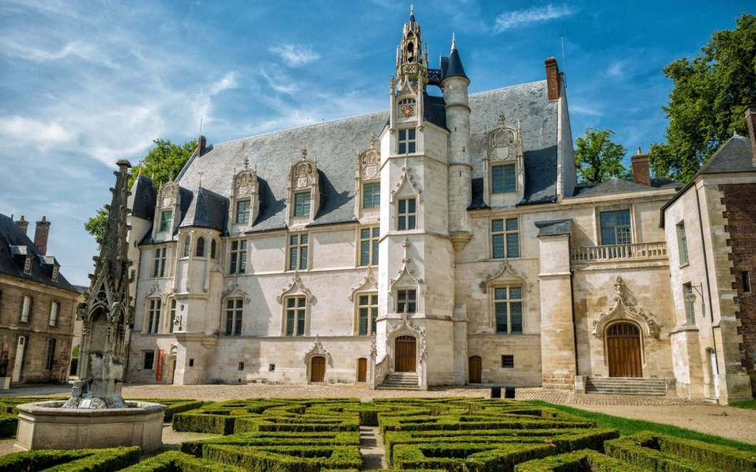 Beauvais: <br>Wandteppiche & das höchste Kirchengewölbe der Welt