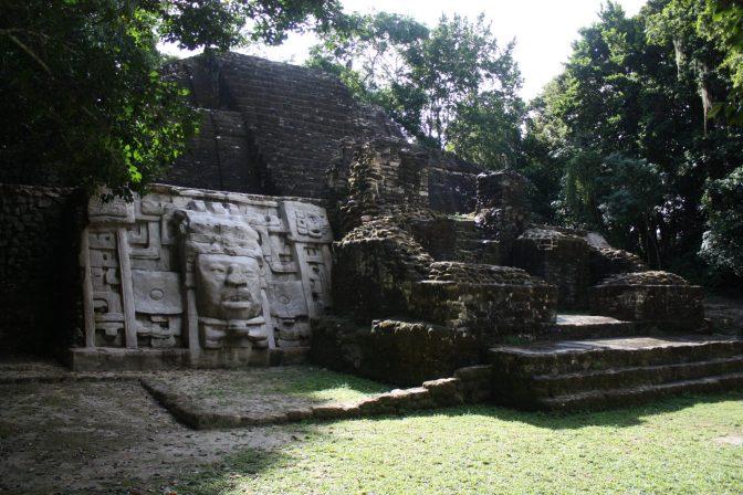jaguar-templet-belize-2011