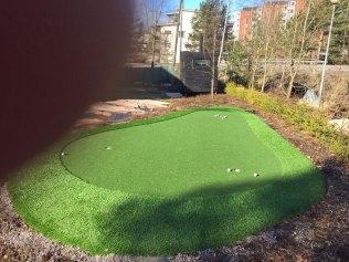 Golf greeni kotipihalla