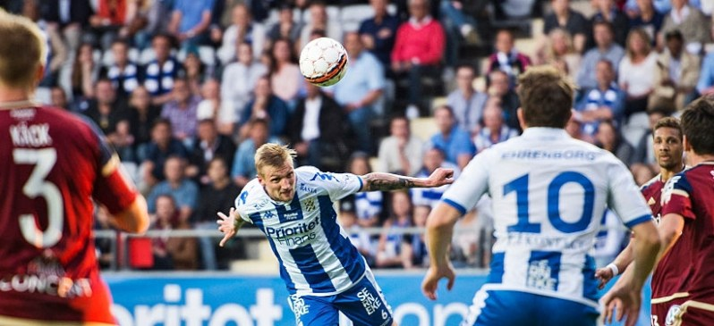 GOTHENBURG, SWEDEN - MAY 09: Sebastian Eriksson of IFK Goteborg goes for a header during the Allsvenskan match between IFK Goteborg and Djurgardens IF at Gamla Ullevi on May 9, 2016 in Gothenburg, Sweden. (Photo by Robin Aron/Ombrello via Getty Images)