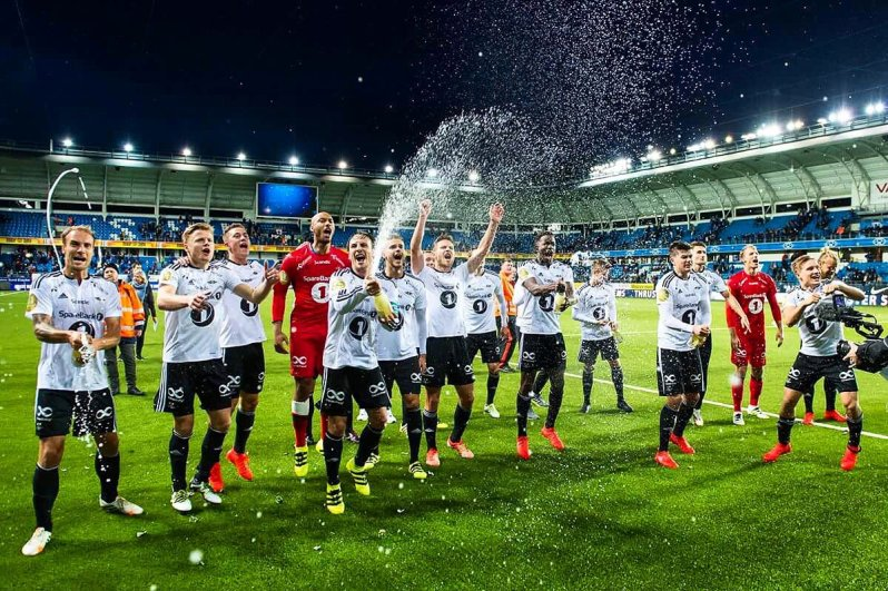 La joie des joueurs de Rosenborg dans l'Aker Stadion de Molde
