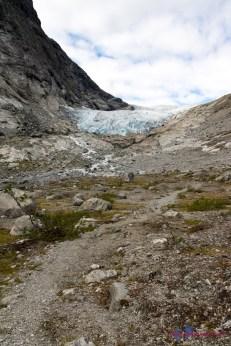 ...erscheint der Gletscher in der Ferne.