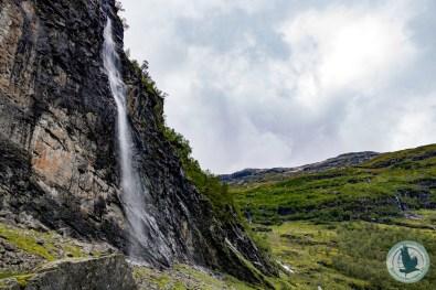 ...passieren kleine Wasserfälle...