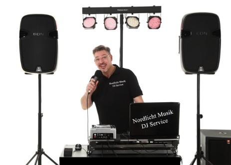 Unsere Leistungen  das bieten wir Ihnen  Nordlicht  Hochzeiten und mehr  Hochzeit feiern im Norden  Freie Redenerin  Hochzeitsfotos  DJ