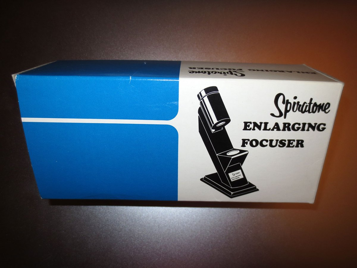 Spiratone Enlarging Focuser - Vintage Package Design