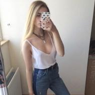braless selfie