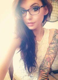 tattoo girl bril