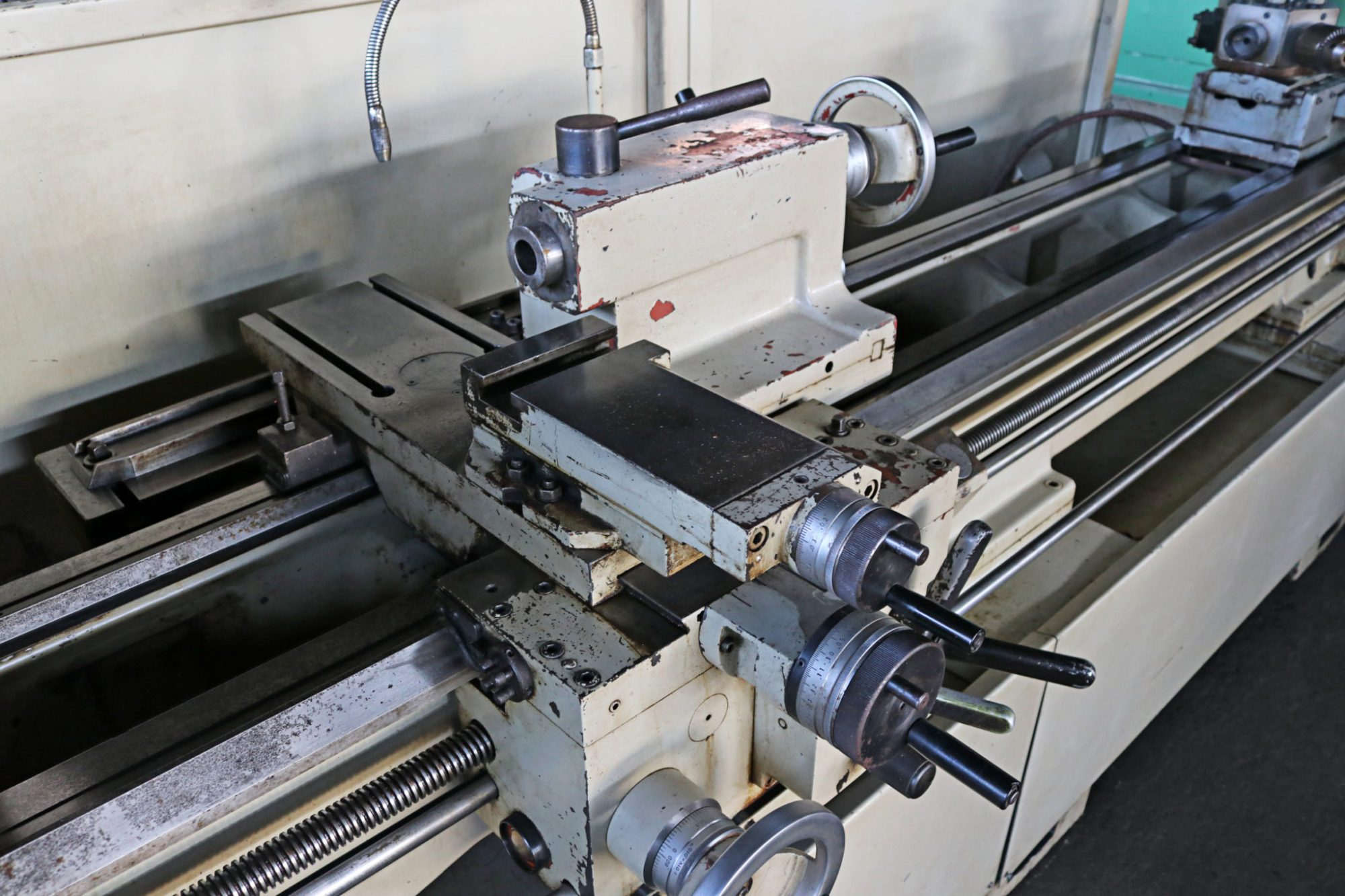 hight resolution of  doall by romi 17 x 80 engine lathe