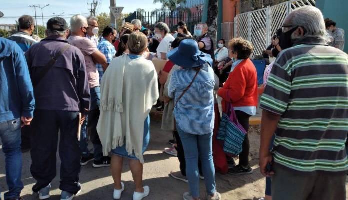 Polideportivo de la UAS en Mazatlán se satura por demanda de vacunas contra  el Covid-19