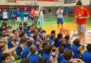 Laura Nicholls visita a los participantes del Campus Gigantes Basket Lovers