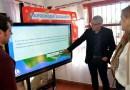 Julio Zamora presentó las primeras pantallas táctiles interactivas para los jardines de infantes