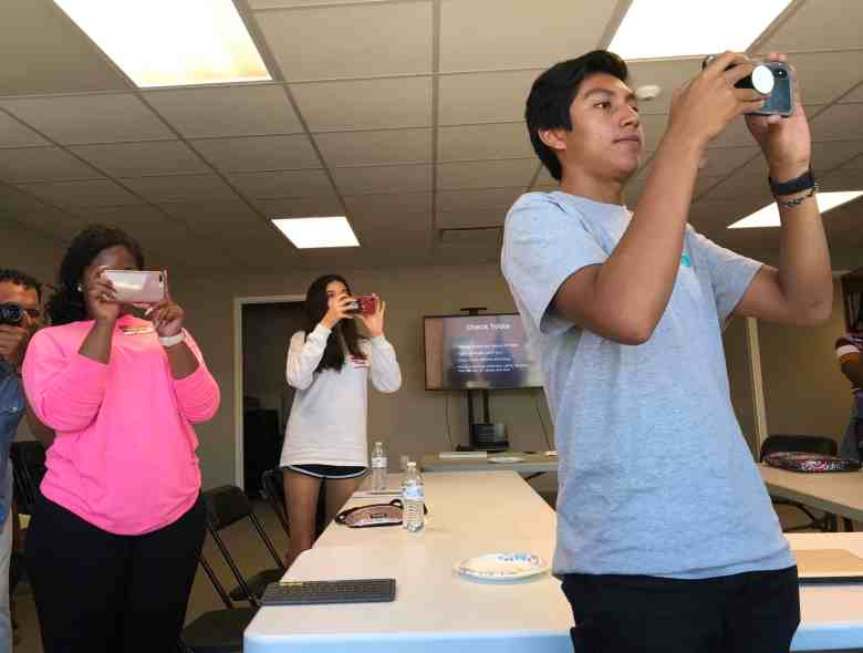 students try out phone cameras during Florence resiliency workshop
